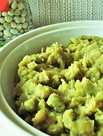 A dish of mushy peas.