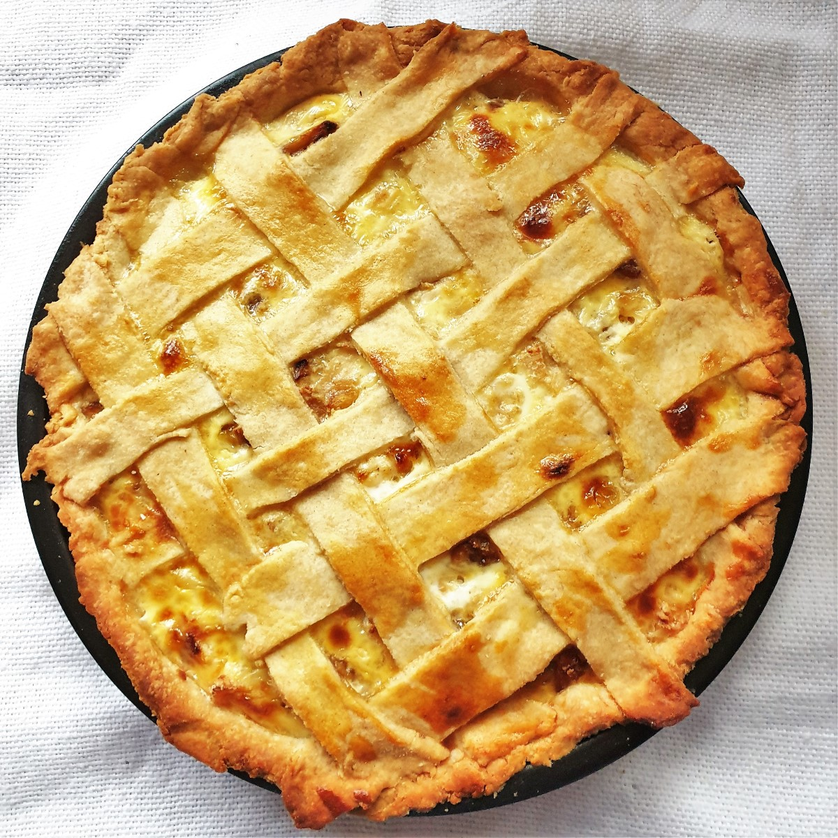 A baked chicken and mushroom quiche.