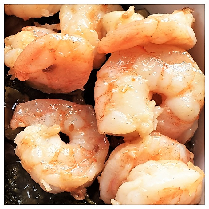 A close up of plump juicy shrimp.