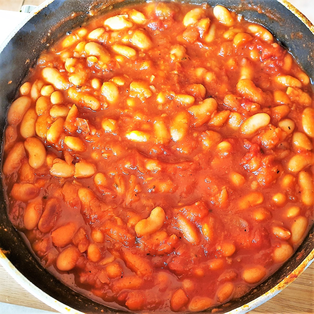 A pan of cooked baked beans.