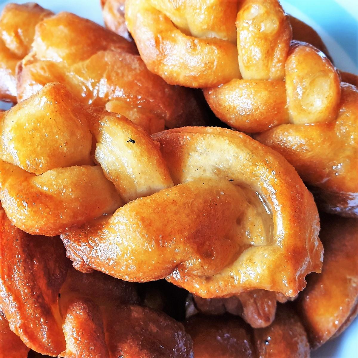 Closeup of a dish of koeksisters.