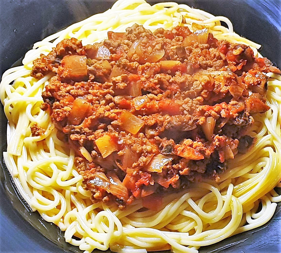 Homemade Chili Bolognese Sauce With Spaghetti Foodle Club Main Meals